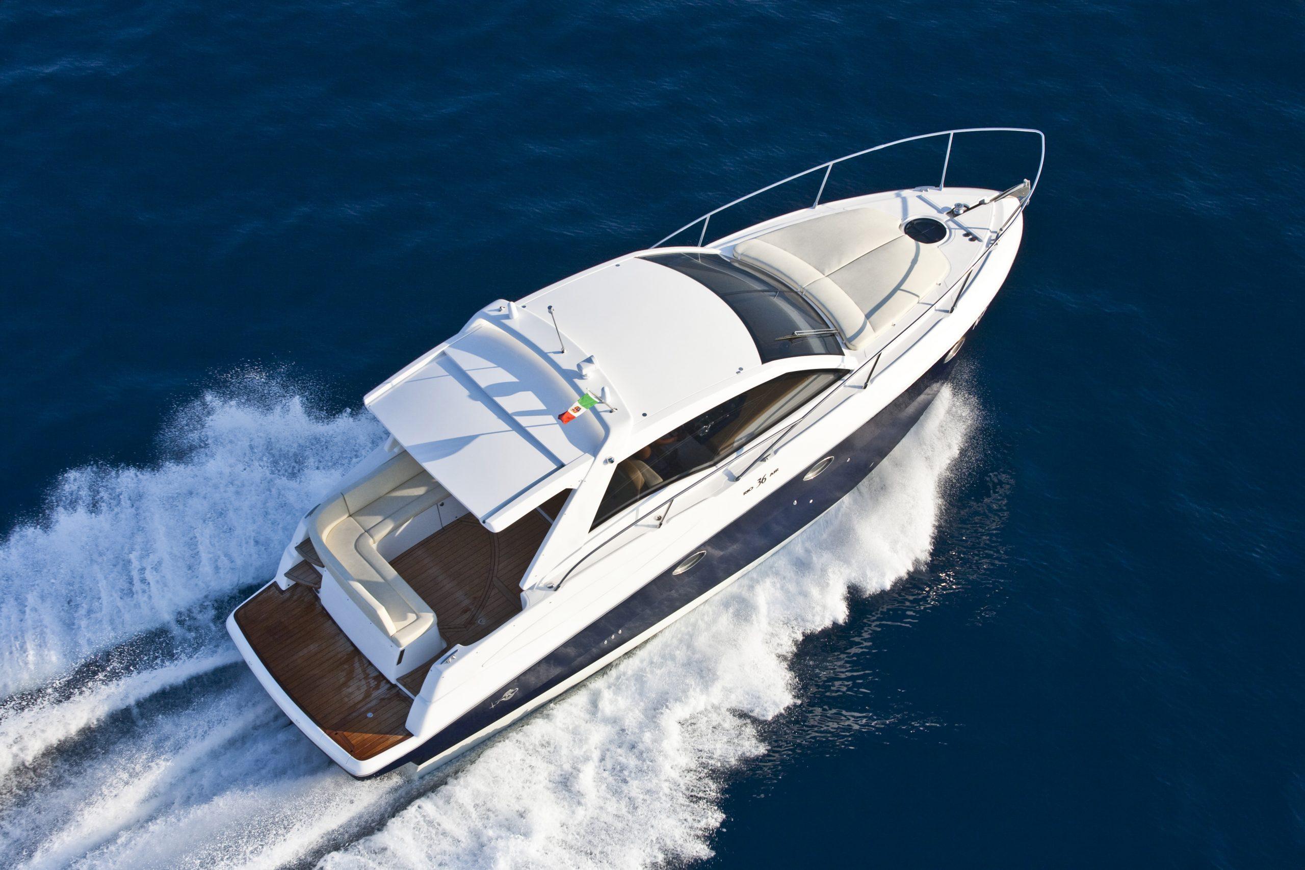 Luxury speed boat in the ocean